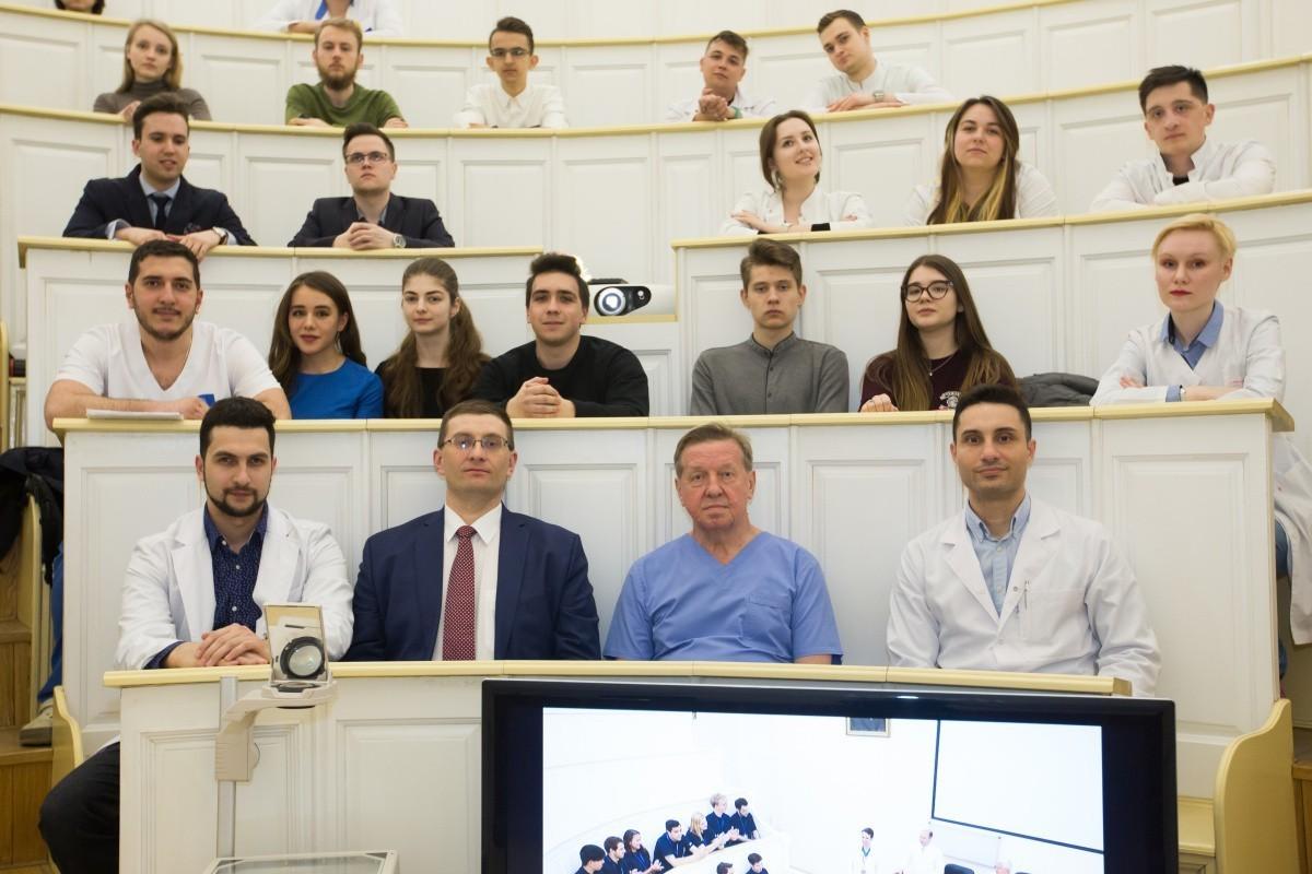 Российско-Британская летняя школа по инновационной хирургии начинает набор участников